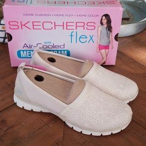 🆕️ Skechers slip on shoes
